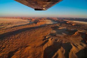 Flug über die Namibwüste
